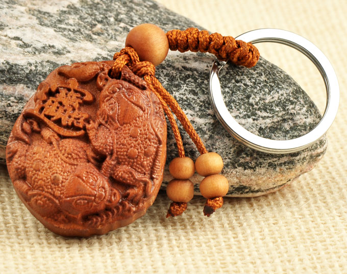 Feng Shui Court Feng shui toad keychain pendant Court mahogany double rolling in wealth and fortune